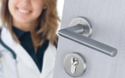 Maniglia contro i batteri: una soluzione brevettata per i serramenti in legno
